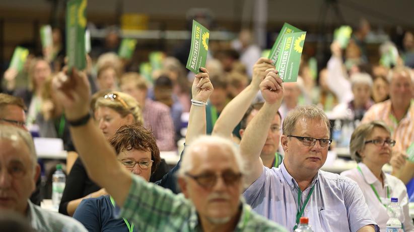 Grünen-Parteitag: Müde Grünen-Delegierte: Auf dem Parteitag in Berlin stimmen sie über das Wahlprogramm ab