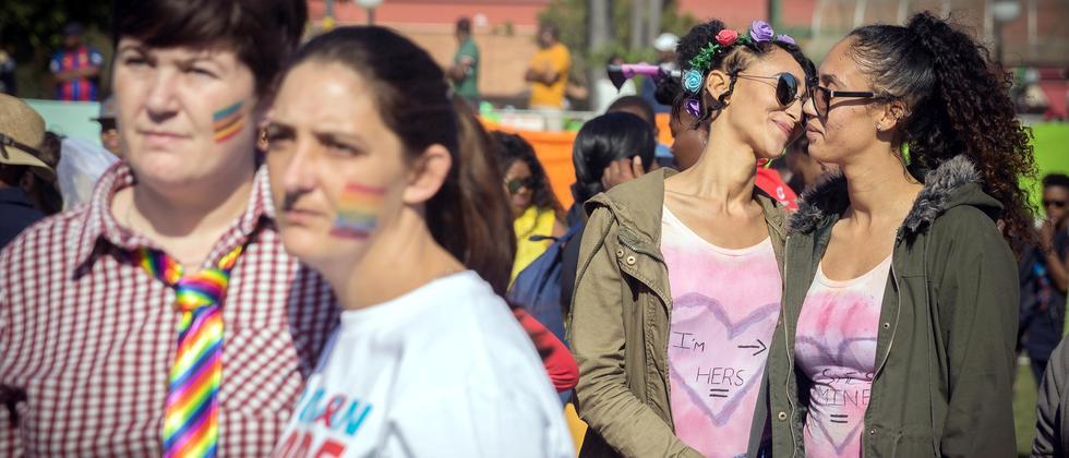 Gleichgeschlechtliche Partnerschaften: Was bringt die Ehe für alle?