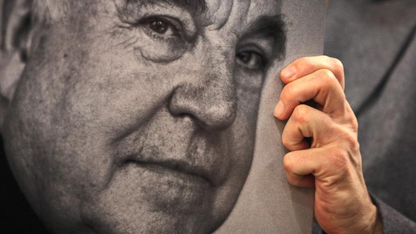 Altkanzler Helmut Kohl (†) Bestatter haben seinen Sarg aus dem Haus getragen