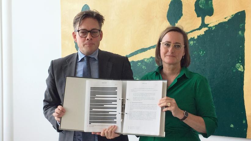 NSA-Untersuchungsausschuss: Vieles bleibt geheim, selbst die Bewertung der Fakten muss teilweise geschwärzt werden. Konstantin von Notz (Grüne) und Martina Renner (Linke) stellen das Sondervotum der Opposition vor.