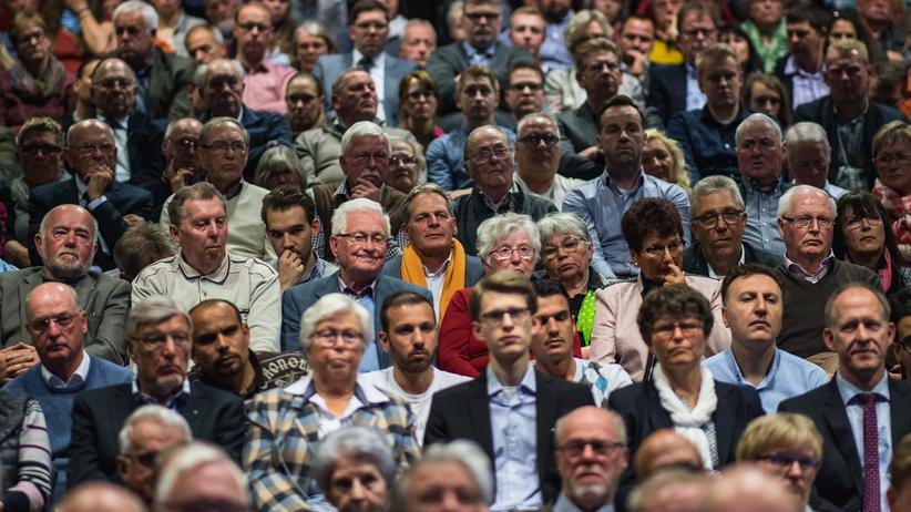 CDU-Wähler: Anhänger von Angela Merkel bei einer CDU-Wahlkampfveranstaltung im April in Beverungen, Nordrhein-Westfalen