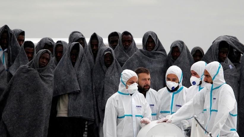 Asylpolitik: Migranten erreichen einen sizilianischen Hafen.