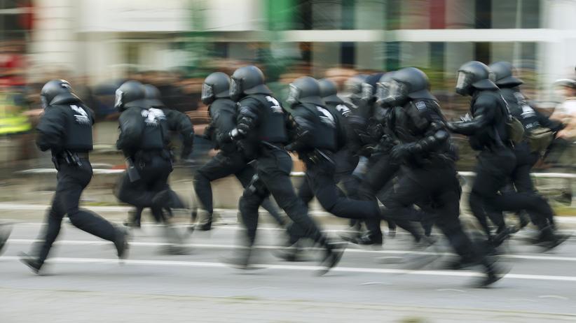 Polizeistrategie: Polizisten in Hamburg gehen während des G20-Gipfels massiv gegen Demonstranten vor.