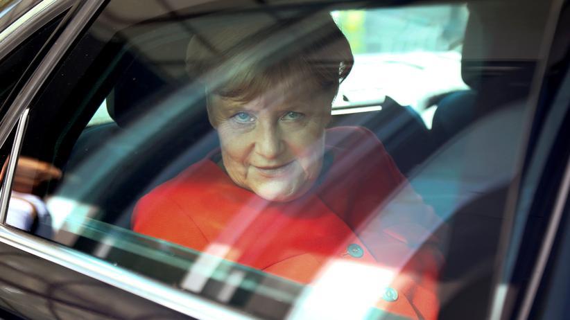 Bundestagswahl 2017: Angela Merkel verlässt die Bundespressekonferenz in Berlin.