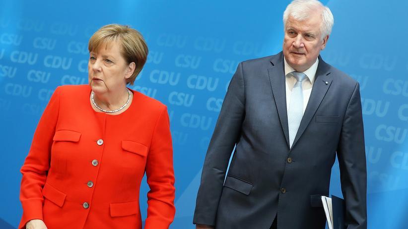 Angela Merkel und Horst Seehofer: Das Gleiche sagen, verschieden klingen