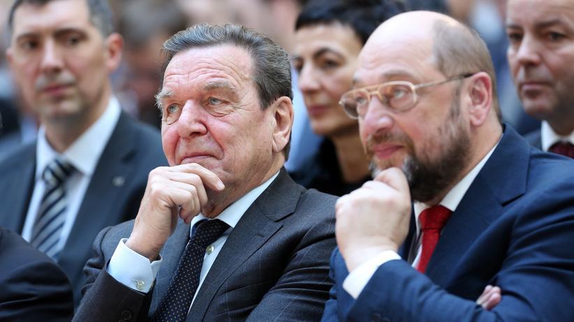 Martin Schulz zu Gerhard Schröder: Martin Schulz (rechts) und Altkanzler Gerhard Schröder
