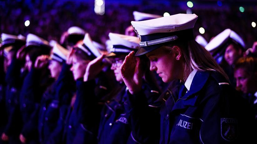 Deutscher Richterbund: Aufnahmezeremonie für neue Polizisten in Dortmund