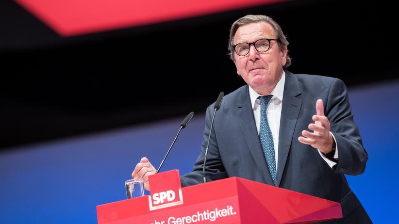 """Russland: Für sein Amt als """"unabhängiger Direktor"""" soll Altbundeskanzler Gerhard Schröder rund 350.000 Dollar Salär erhalten."""