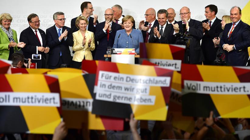 CDU/CSU: Freundlicher Applaus, aber keine Partystimmung bei der CDU nach dem Wahlsieg