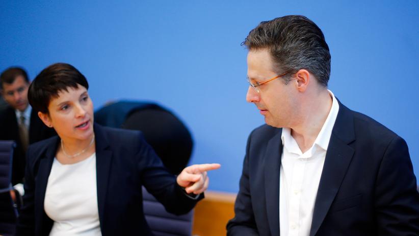 Frauke Petry: Marcus Pretzell und Frauke Petry während einer Pressekonferenz in Berlin (Archiv)