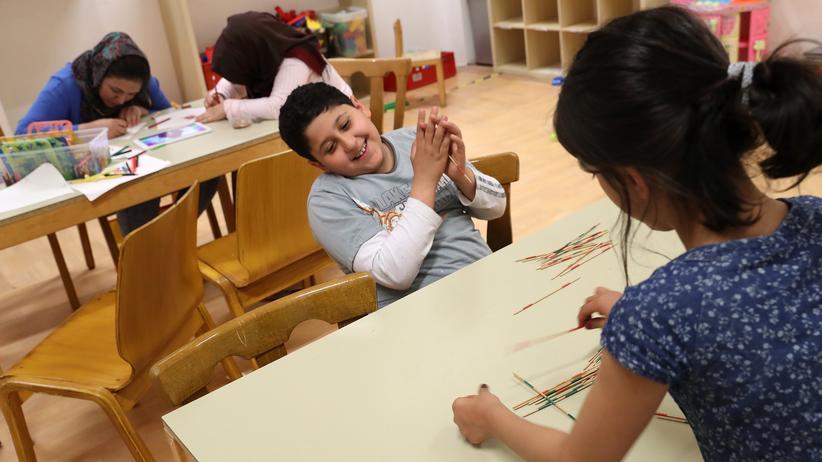 Bundestagswahl: Ein Flüchtlingskind aus Afghanistan in einer Einrichtung in Berlin