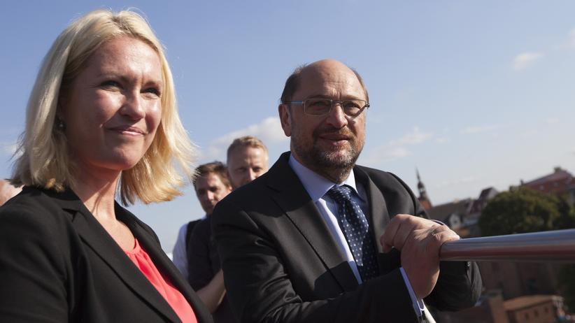 SPD in Mecklenburg-Vorpommern: Manuela Schwesig, Ministerpräsidentin von Mecklenburg-Vorpommern, und SPD-Kanzlerkandidat Martin Schulz im Wahlkampf in Stralsund