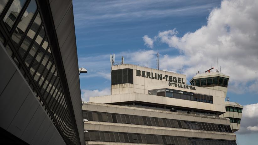 Volksentscheid: Taxis am Flughafen Tegel in Berlin