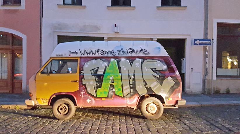 Sachsen: Ein VW-Bus in Zittau