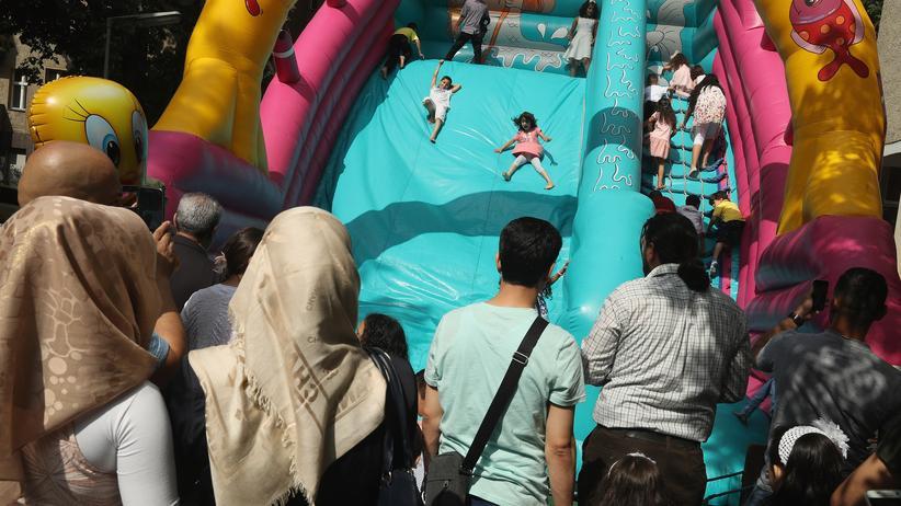 Thomas de Maizière: Berliner feiern das Ende des muslimischen Fastenmonats Ramadan