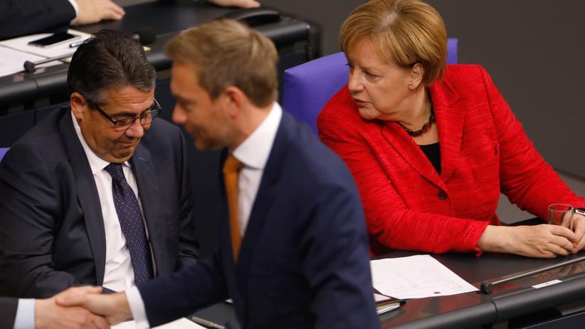 Wiedersehen im Bundestag: Christian Lindner blickt Richtung Angela Merkel (Aufnahme vom 21. November)
