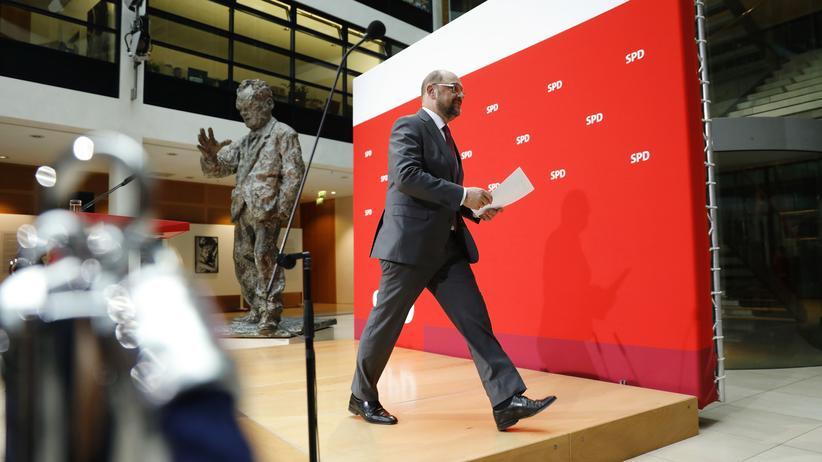 SPD: Martin Schulz verlässt in der SPD-Parteizentrale das Rednerpult