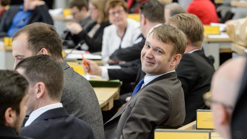 AfD Sachsen-Anhalt: AfD-Fraktions- und Landeschef Andre Poggenburg (M.) im Landtag in Magdeburg