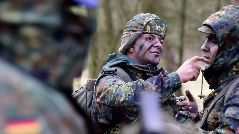 Auslandseinsätze: Bundestag verlängert Bundeswehrmissionen