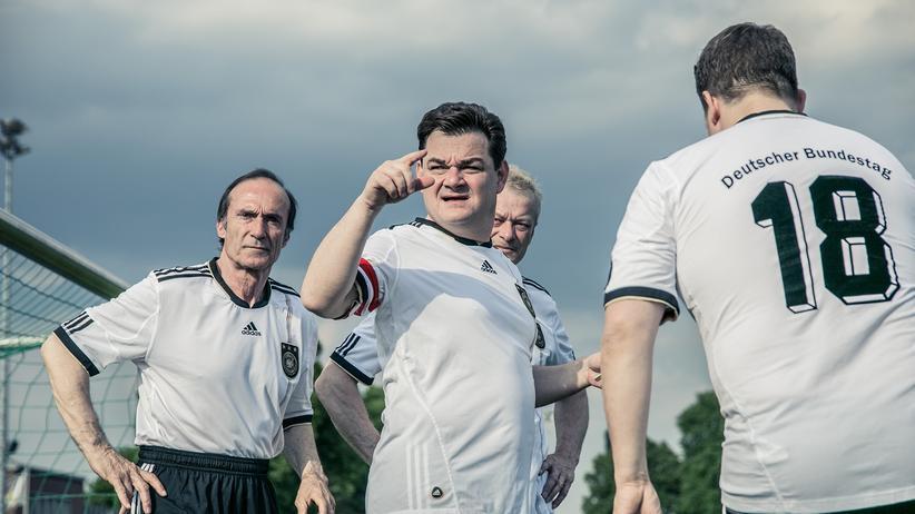 FC Bundestag: In einem Team mit Rechtspopulisten?