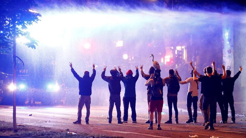 G20-Proteste: Polizei fahndet öffentlich nach G20-Straftätern