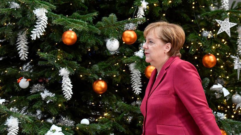 Angela Merkel: Bundeskanzlerin Angela Merkel nach einer Sitzung mit der CDU-Spitze