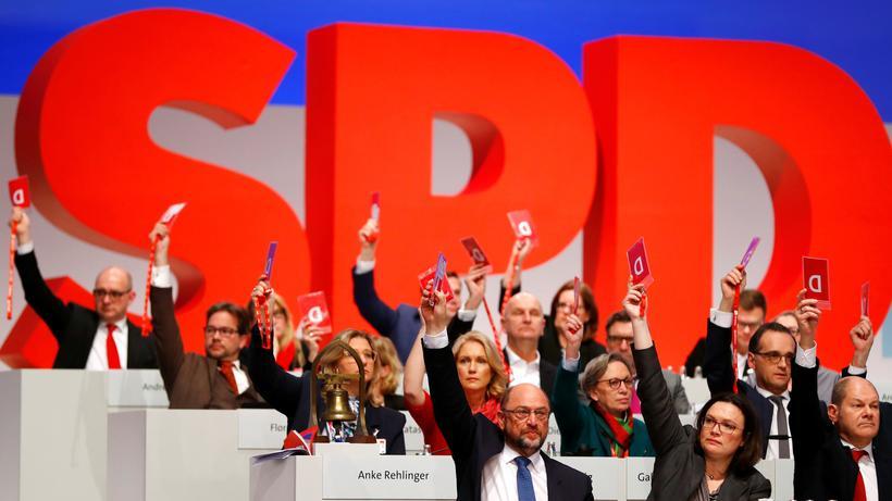 Parteitag: Parteichef Martin Schulz, Vorsitzende der SPD-Bundestagsfraktion Andrea Nahles und weitere Mitglieder der SPD auf dem Parteitag in Berlin