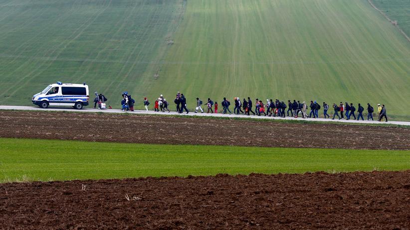 Sondierungen: Oktober 2015: Migranten an der deutsch-österreichischen Grenze bei Passau