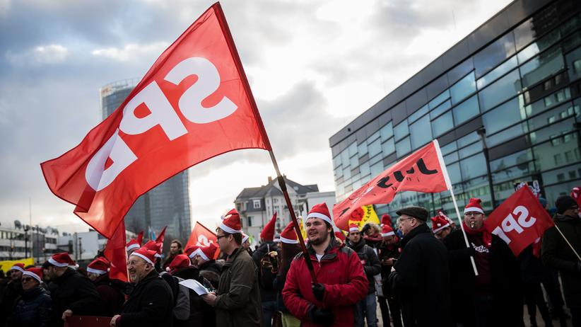 Koalitionsverhandlungen: Gegner der großen Koalition protestieren während des SPD-Parteitags in Bonn