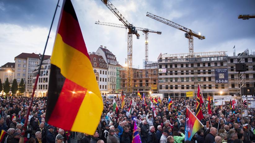 AfD Sachsen: Suche Pegida-Freundschaft, biete Parteinähe