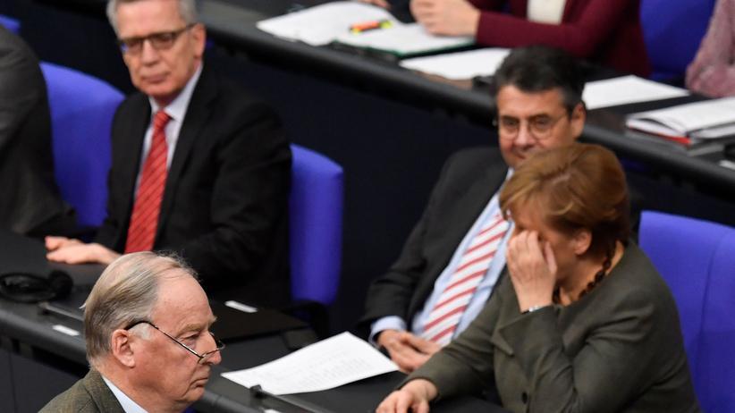 Damaskus: Der AfD-Co-Vorsitzende Alexander Gauland geht im Bundestag an der Regierungsbank vorbei.