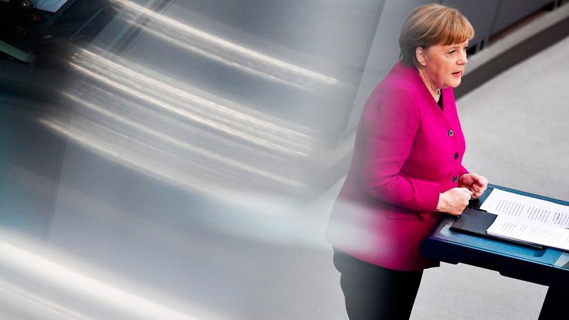 Angela Merkel: Merkel bei ihrer Regierungserklärung im Bundestag