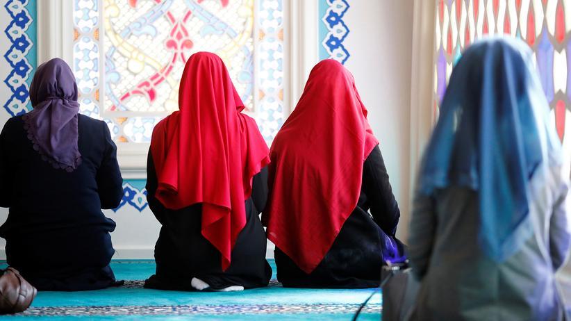 CSU: Der Islam = Frau mit Burka. Bayern = Reichsbürger