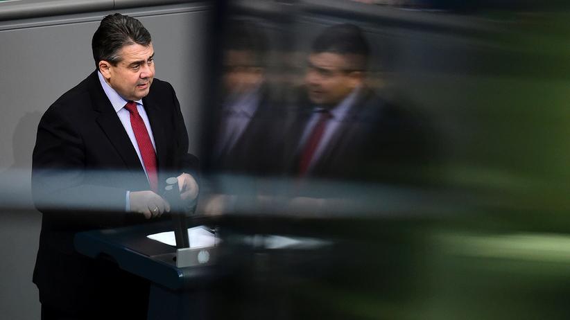 Rheinmetall: Sigmar Gabriel hält als Wirtschaftsminister eine Rede im Bundestag.