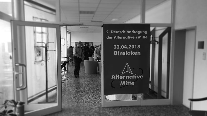 Alternative Mitte: Wie rechts ist die AfD? Am Tagungsort der Alternativen Mitte in Dinslaken