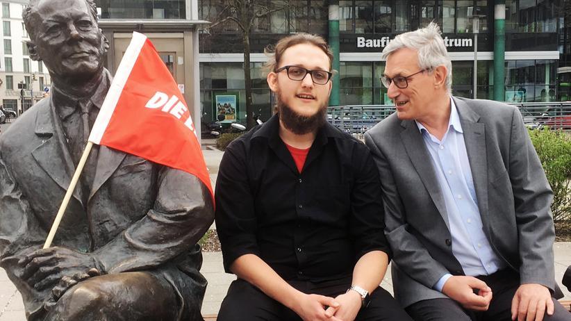 Linkspartei: Willy Brandt (m.) neben der Statue seines Namensgebers auf der einen und Linksparteichef Bernd Riexinger auf der anderen Seite.