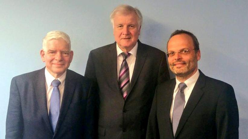 Bundesregierung: Felix Klein (r.) nach einem gemeinsamen Termin mit Ressortchef Seehofer (CSU, M.) und  Zentralratspräsident Schuster im Bundesinnenministerium