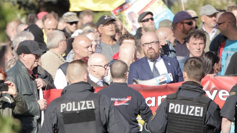 AfD und Neonazis: Hass statt Bürgerlichkeit
