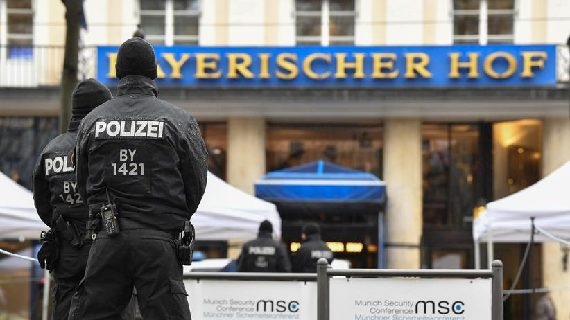 Polizeiaufgabengesetz: Polizisten in München
