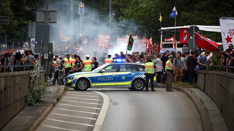 """Polizeirecht in Bayern: Innenminister Herrmann spricht von """"Lügenpropaganda"""""""