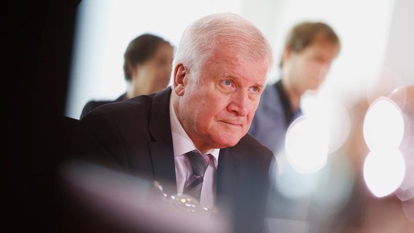 Asylstreit: Seehofer warnt Merkel vor seiner Entlassung