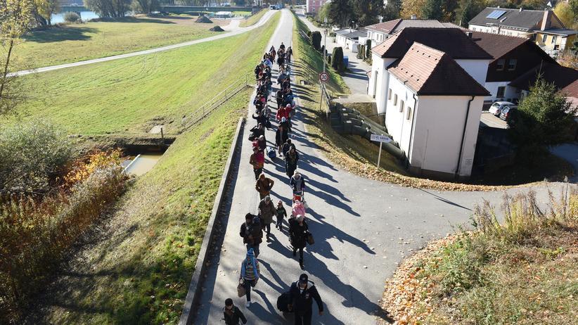 Asylpolitik: EU will Weiterreise von Flüchtlingen unterbinden