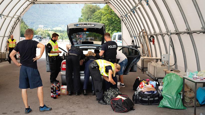 Asylstreit: Polizeikontrolle an der bayerischen Grenze am Walserberg