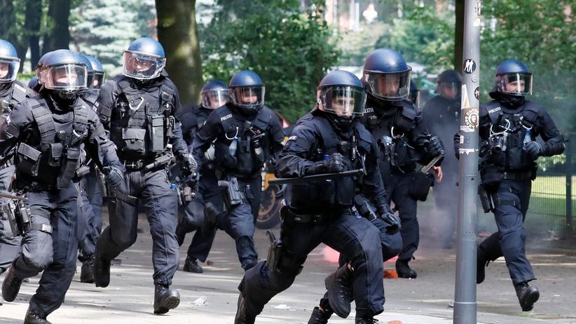 Kennzeichnungspflicht: Polizisten während des G20-Gipfels am 7. Juli 2017 in Hamburg