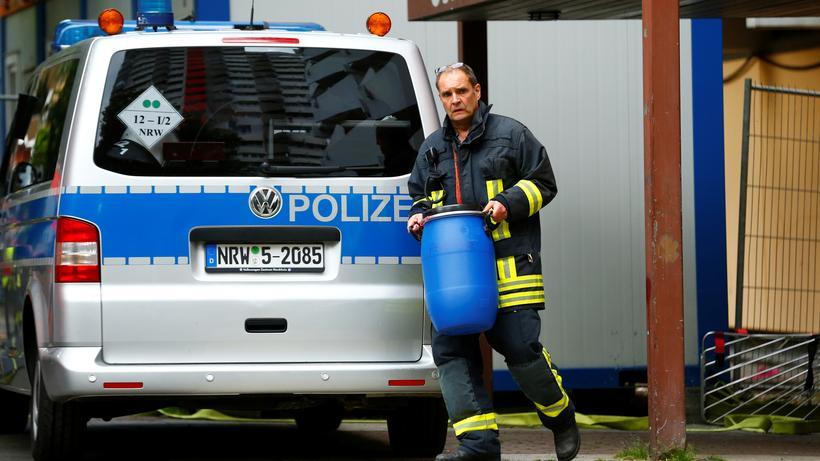 Köln: Beamte durchsuchen die Wohung des festgenommen Tunesiers.