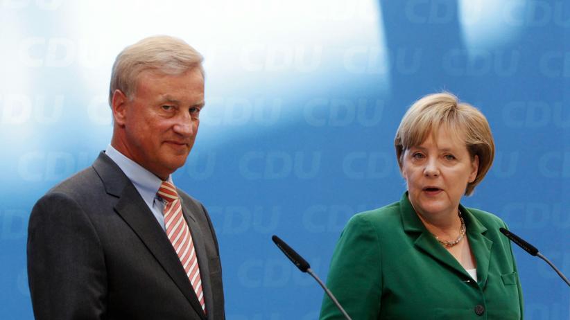 Ole von Beust: Alte Parteifreunde: Hamburgs früherer Erster Bürgermeister Ole von Beust und Bundeskanzlerin Angela Merkel im Juli 2010