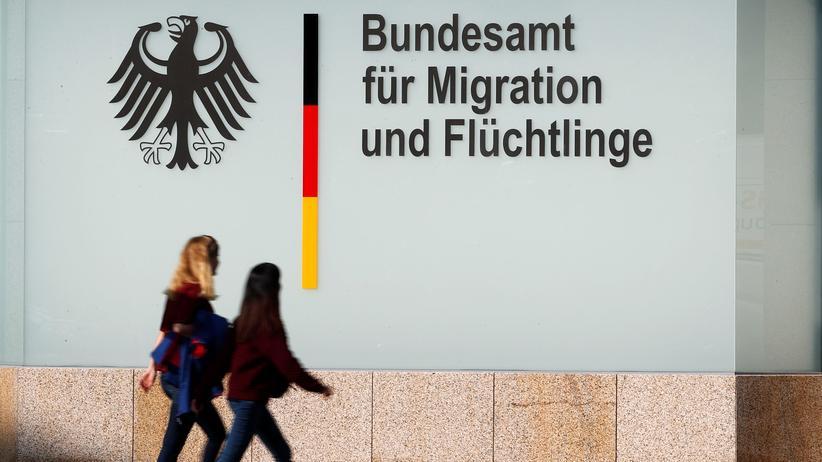 Ermittlungen wegen Amtsanmaßung: Das Bundesamt für Migration und Flüchtlinge warnt vor falschen Mitarbeitern.