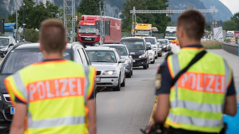 Asylstreit: Grenzpolizisten an der deutsch-österreichischen Grenze
