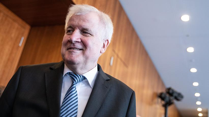 Asylstreit: Horst Seehofer in seinem Ministerium