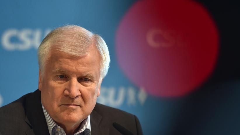 Asylstreit: Seehofer bietet Rücktritt als Innenminister und CSU-Parteichef an